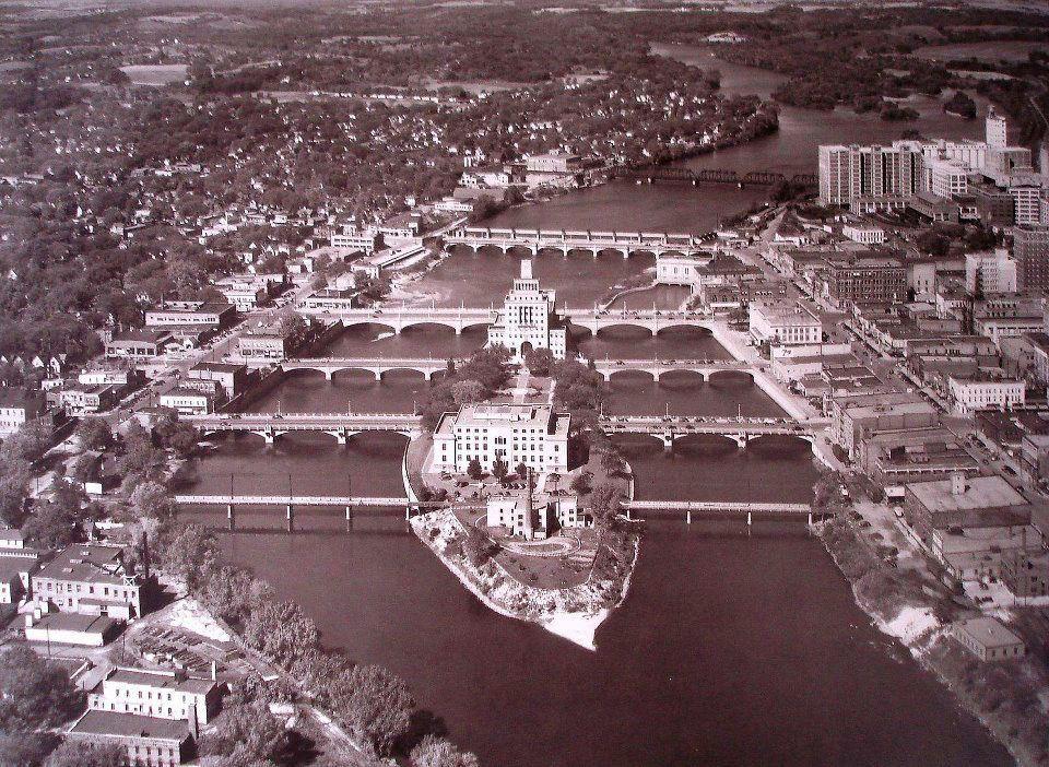 Cedar Rapids Iowa Island With Government Buildings Cedar