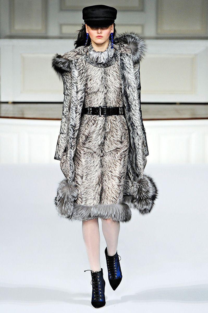 Oscar de la Renta Fall 2011 RTW - Review - Fashion Week - Runway, Fashion Shows and Collections - Vogue