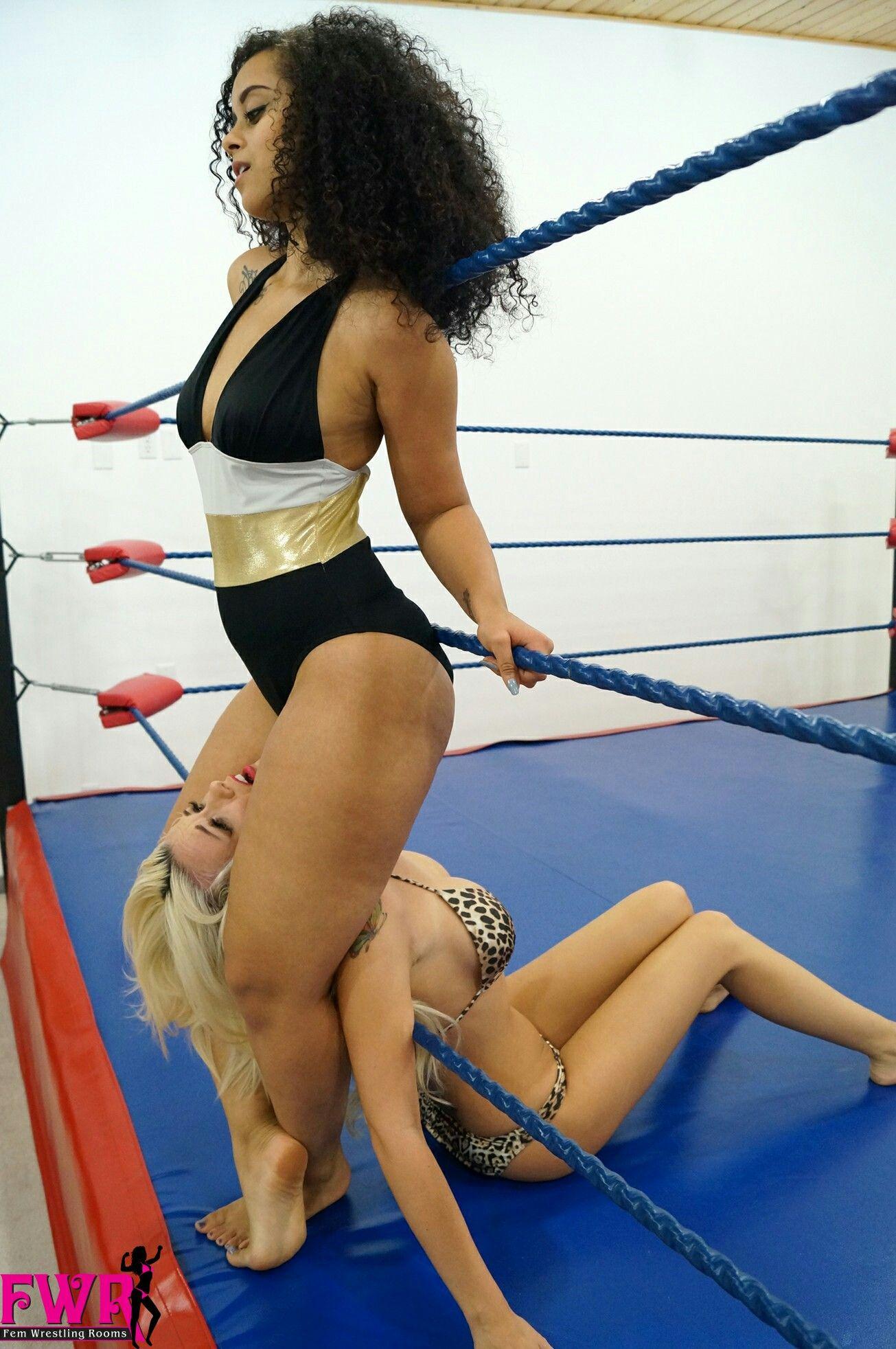Pin von Belles Amazones auf Women Wrestling Adults