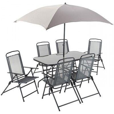Un salon de jardin 8 pièces avec un parasol, parfait pour un