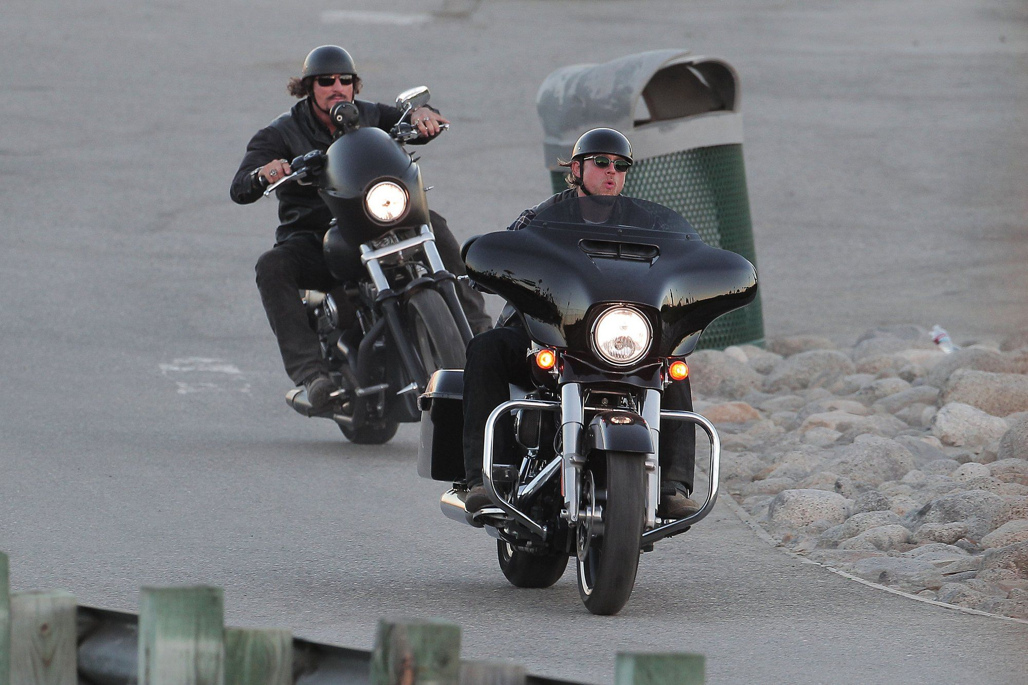 10 23 14 Filming Sons Of Anarchy In San Pedro California Sons Of Anarchy Charlie Hunnam Charlie Hunnam Soa