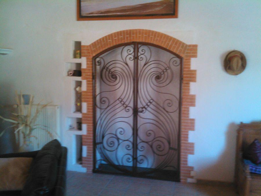 entourage imitation briquette d 39 une porte en fer forg maison pinterest porte en fer forg. Black Bedroom Furniture Sets. Home Design Ideas