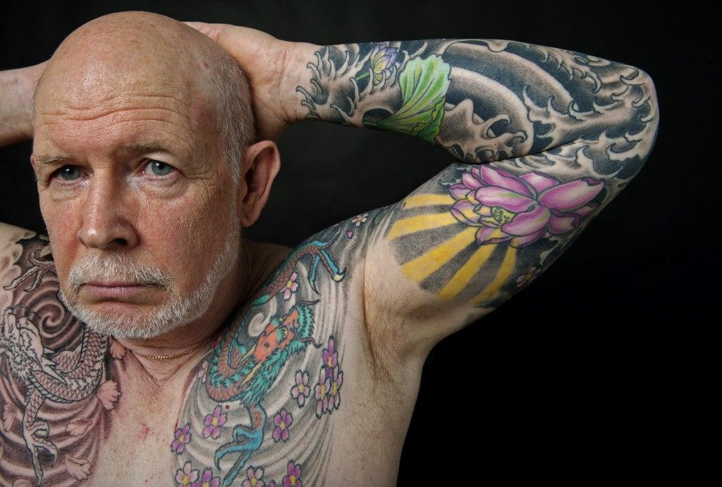 More Older Americans Are Putting The Ink In Wrinkles By Getting Tattoos Even If It Raises Some Eyebrows Old Men With Tattoos Black Line Tattoo Tattoos