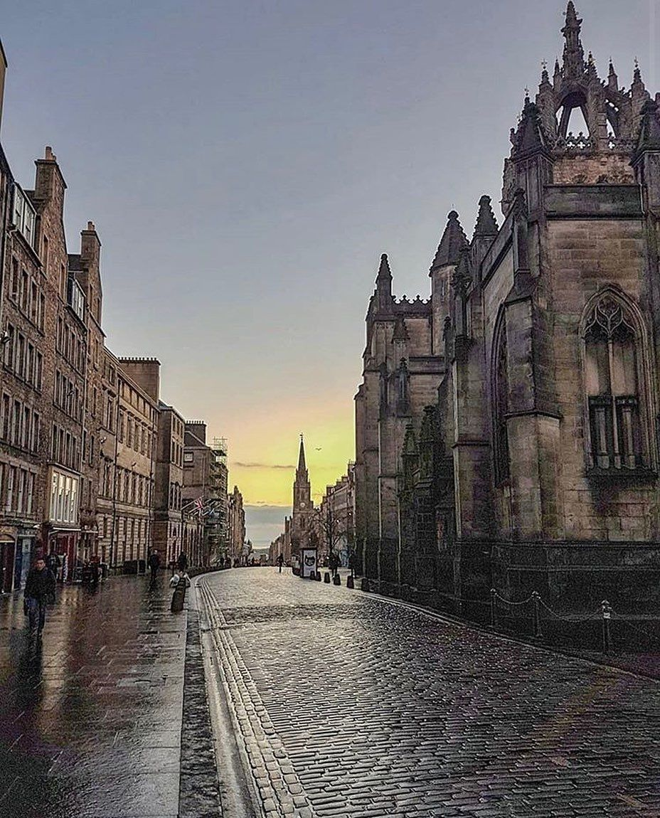 """This is Edinburgh on Instagram: """"This shot of the Royal Mile from @scottish.paddy is our #EdinPhoto of the week! 😍  It has been eerily quiet in #Edinburgh this week. We…"""""""
