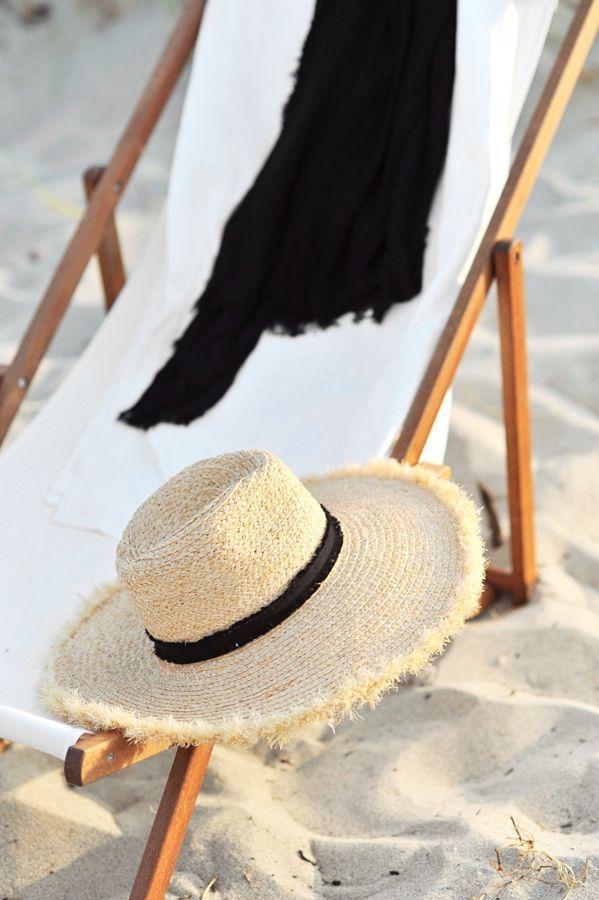 beach chair & sun hat