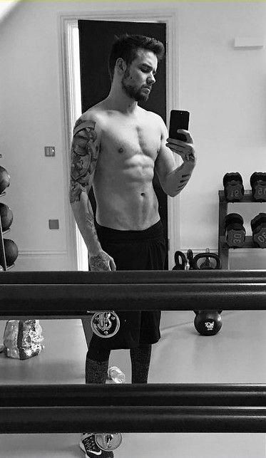Liam Payne Posts New Shirtless Selfie with His Shaved Chest #liampaynehot #liampayne