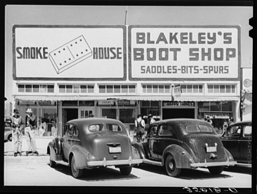 Russell Lee - Store in Hobbs, New Mexico, oil boom town (1940