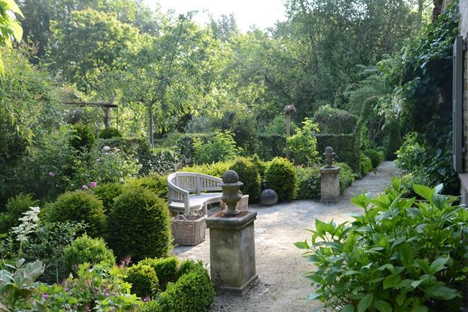 Garden at Loverlij, a B&B in Belgium