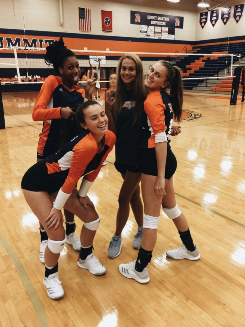 Pin By Kayla Kim On Friends Volleyball Pictures Best Friend Goals Volleyball