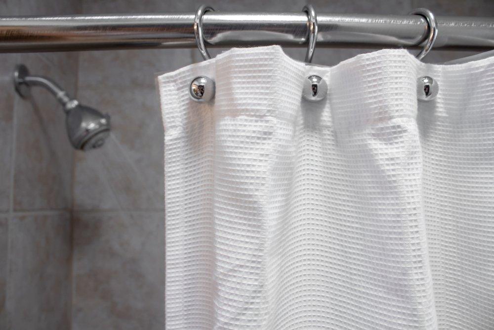 Vinaigre 50 Trucs Brillants A Essayer Autour De La Maison In 2020 Wash Shower Curtain Fabric Shower Curtains Shower Cleaner