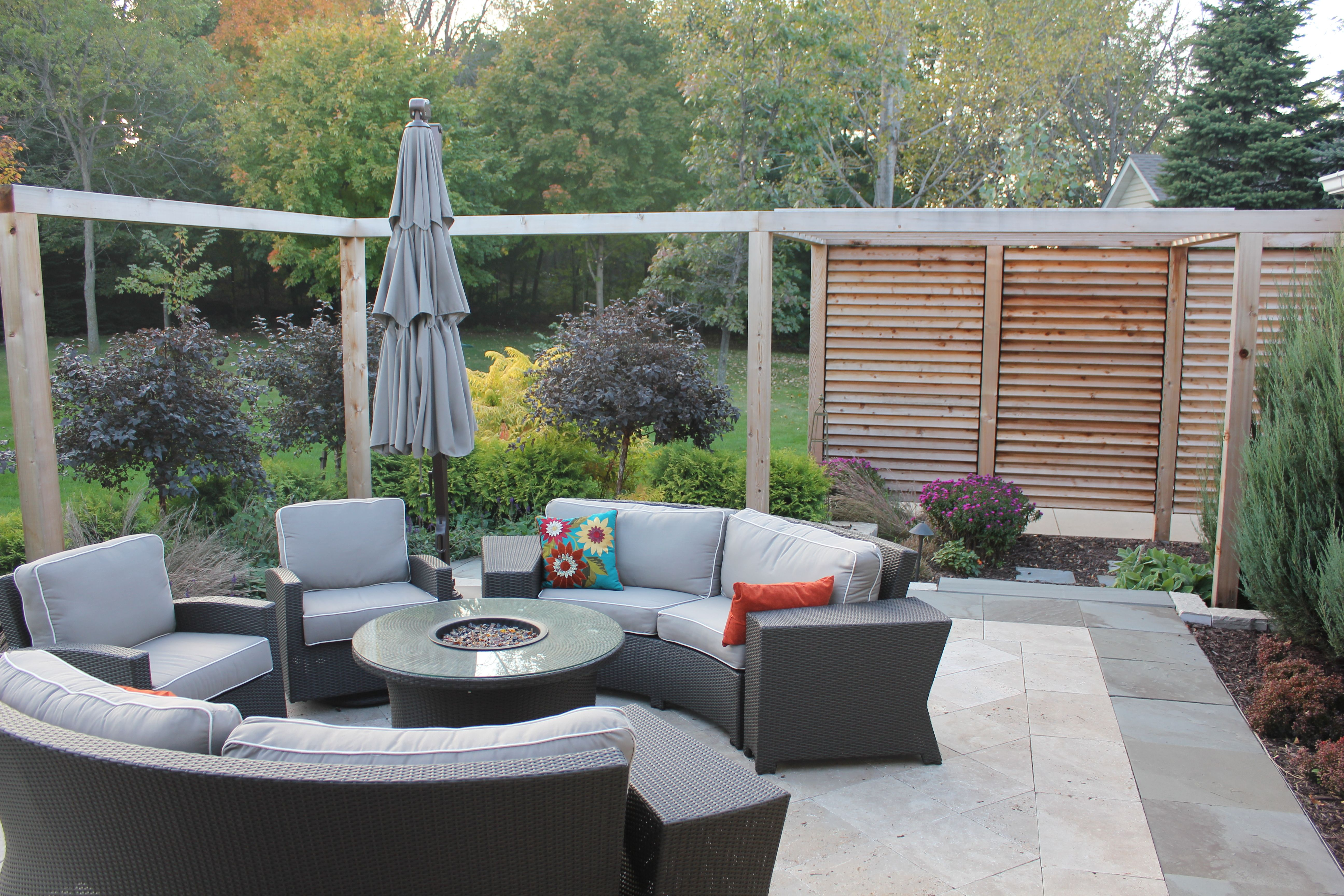 louvered garden privacy wall | fence / deck / patio project ideas