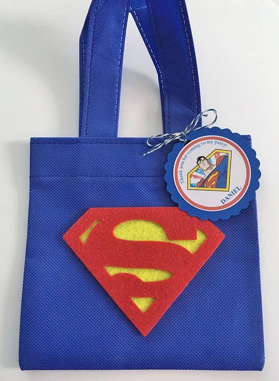 7bf26a770 Estos tratan bolsas son un complemento perfecto para tu fiesta temática de  Superman. Es la manera perfecta de decir Gracias, para celebrar el día  grande de ...