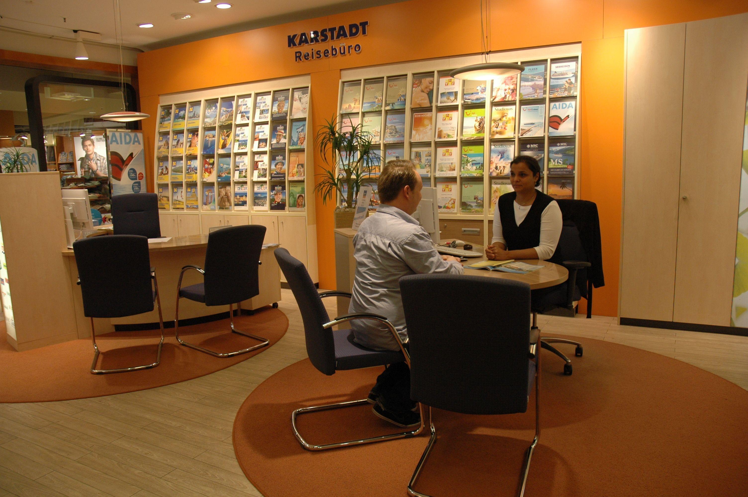 Karstadt Reisebüro RZZ in den Arkaden in Mülheim (Ruhr), Nordrhein-Westfalen