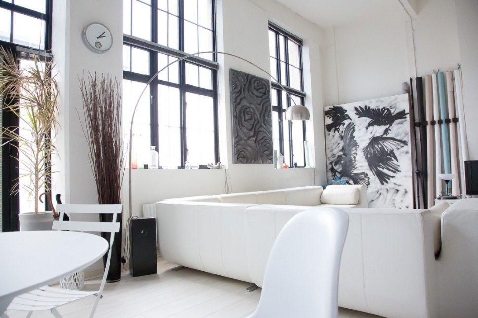 Un Loft Anglais En Blanc Et Bleu Planete Deco A Homes World Loft Blanc Fenetres En Acier