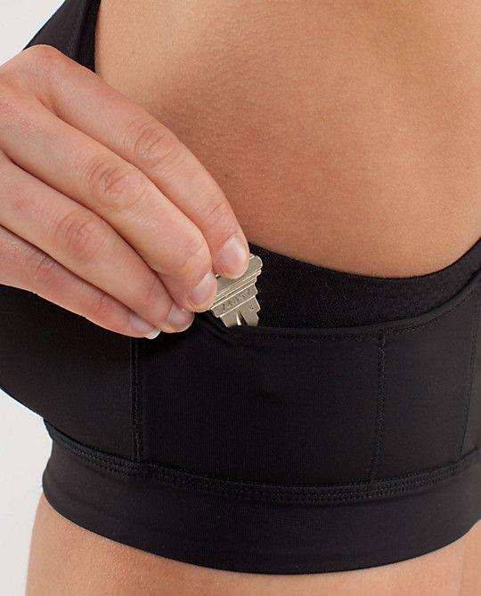 1e942e7d22 a sports bra with pockets! this is so genius considering my phone goes in  my bra when I m walking or jogging. Ha!