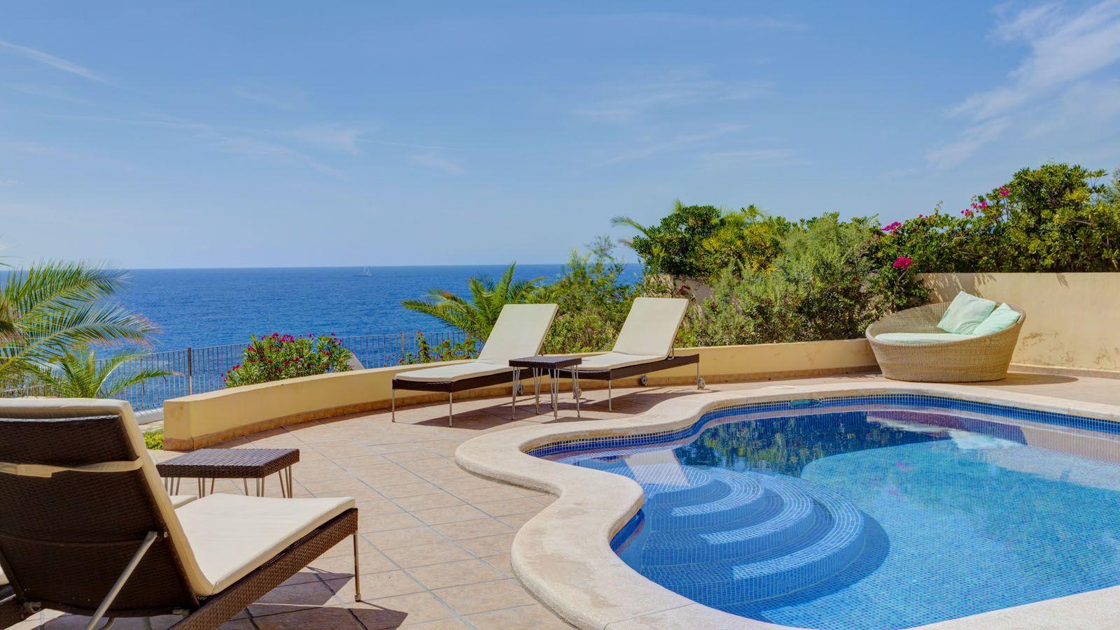 Villa in Wohnresidenz in erster Meereslinie in Nova Santa