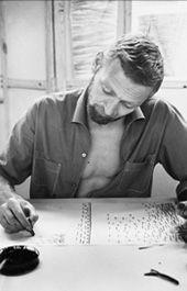 Danish furniture designer, Verner Panton (13 février 1926, Gentofte - 5 septembre 1998, Copenhague) est un designer danois, considéré comme l'un des plus influents du xxe siècle. Au cours de sa carrière, il a créé des objets au design innovant et futuriste. Il avait une prédilection pour tout ce qui permettait de s'asseoir, et utilisait couramment le plastique avec des couleurs vives et des formes généreuses. Ses créations ont profondément marqué les années 1960.