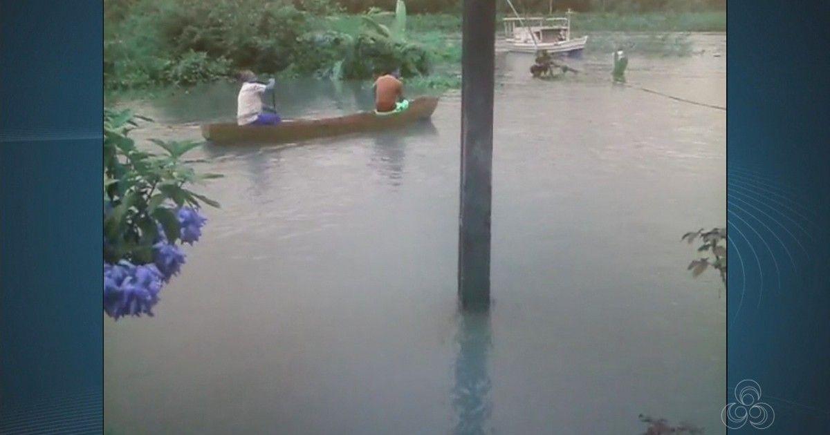 Vídeo mostra moradores usando canoa em rua durante enchente no AP