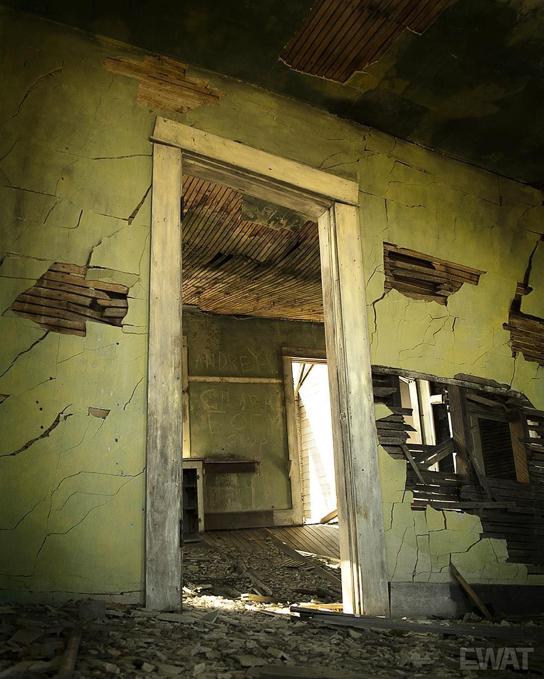 A Ballet Of Decay #abandoned #decay #derelict #brokenwalls