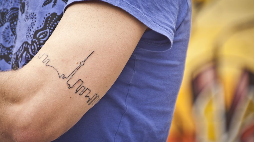 toronto skyline ink tattoo pinterest tattoo skyline tattoo and small tattoo. Black Bedroom Furniture Sets. Home Design Ideas