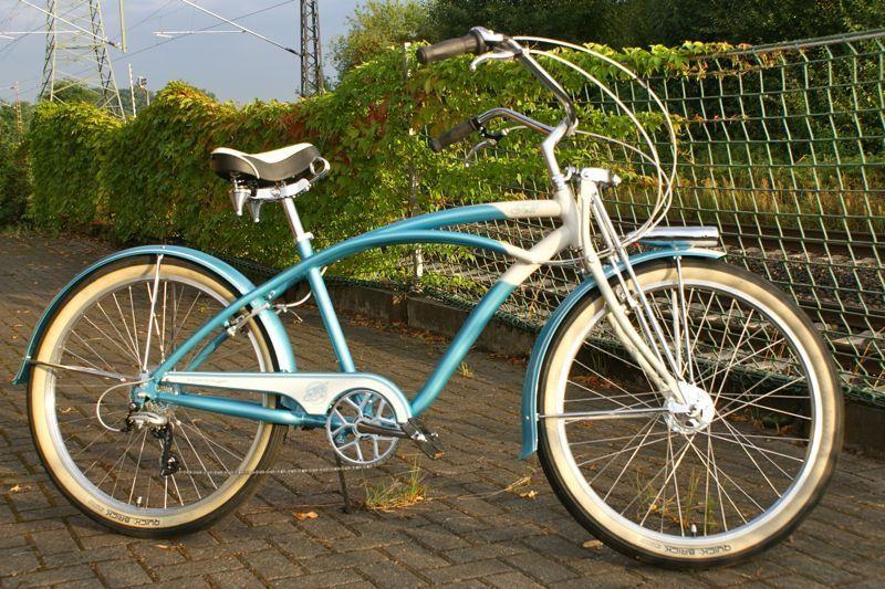 ...nice looking bike Viktoria,bet you look great on her...
