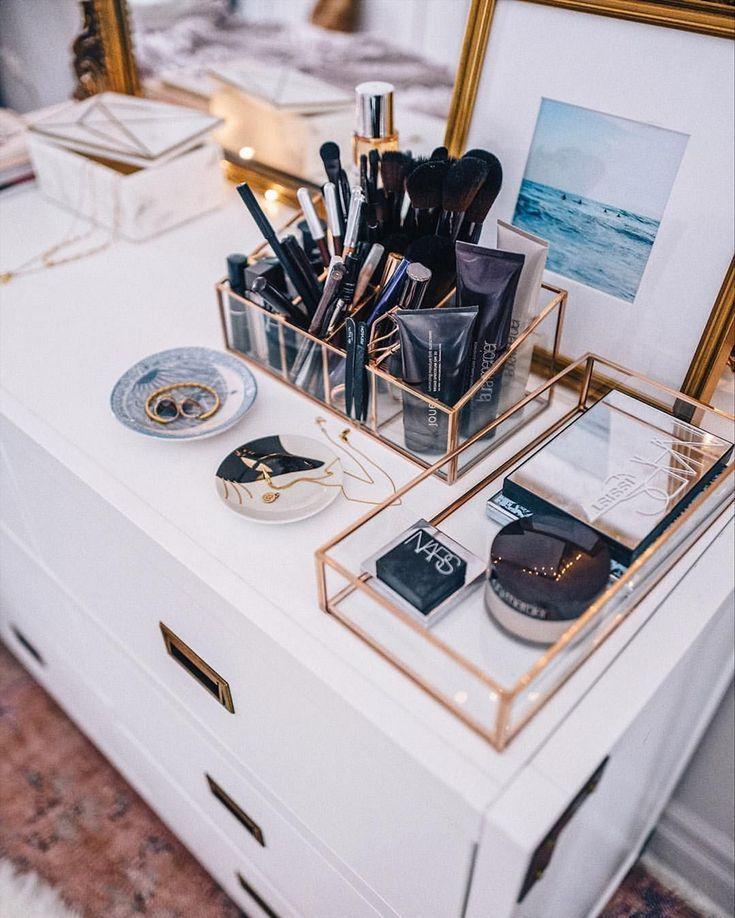 25+ Fabulous Makeup Storage Design-Ideen, um Ihr Make-up zu erhalten - #DesignIdeen #erhalten #Fabulous #ideas #Ihr #Makeup #Storage #um #zu #organize