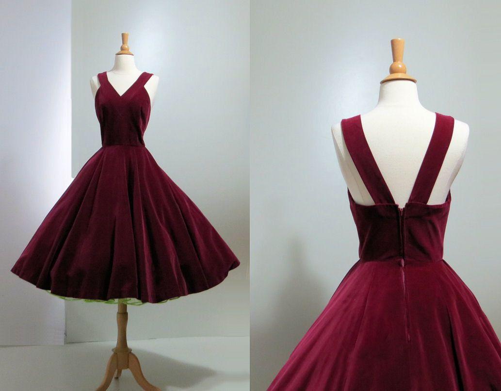 Pin By Anne Fogarty On Romantic Stage Costumes Vintage Velvet Dress Velvet Prom Dress Dresses [ 806 x 1033 Pixel ]