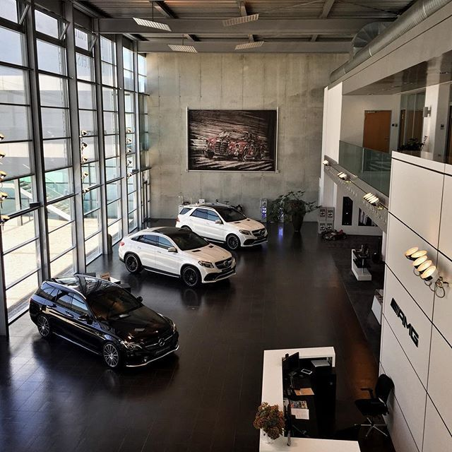 Ein Blick in die AMG Lounge in Affalterbach. Wart ihr schon einmal hier?  #MercedesAMG #AMG #Performance #Affalterbach #CustomerCenter #RoteSau #CustomerLounge #Lounge #Sport #onemanoneengine by mercedesbenz_de