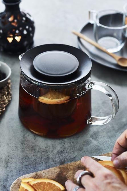 IKEA Deutschland   🎄Wenn es kalt draußen ist, ist eine heiße Tasse Tee die beste Begrüßung für deine Gäste. #meinIKEA #IKEA #Weihnachten #Tee #Wintertee #Teeglas #Teetasse #Tasse #Glas