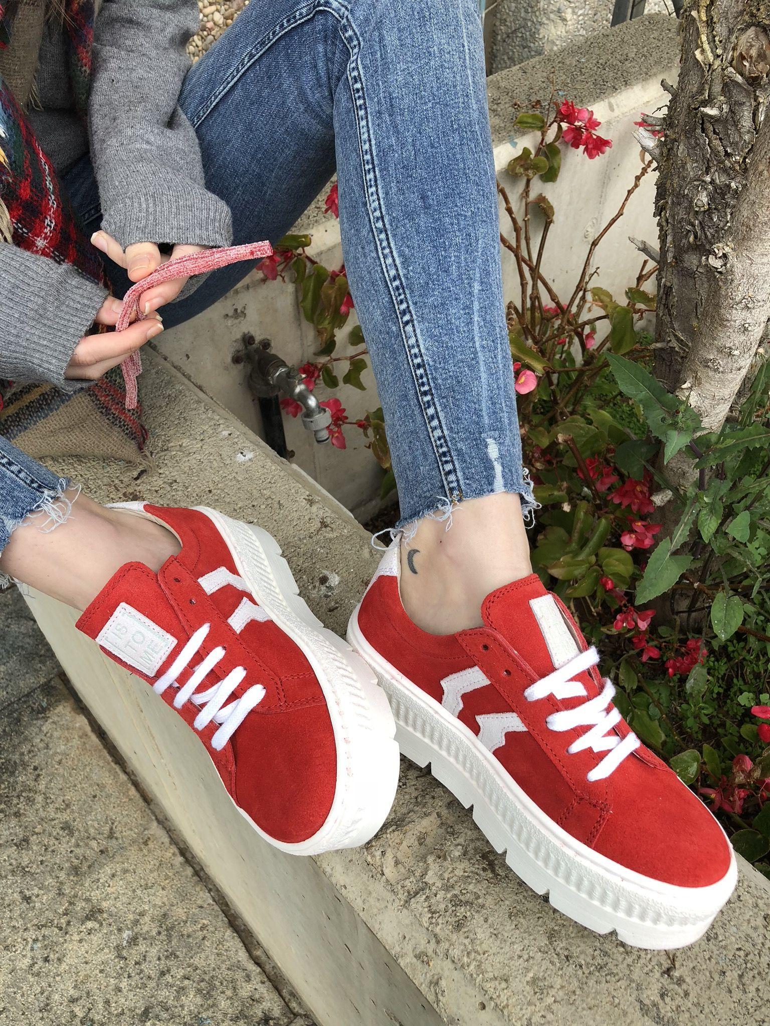1e79c417666  Sneakers  Istome perfectas para completar tus looks más sporty. En seis  colores!