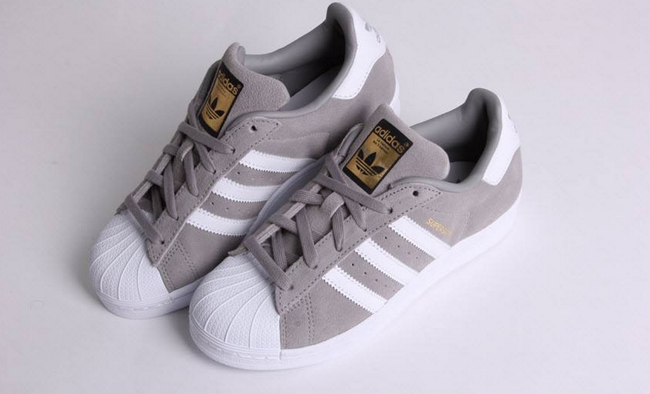 3370aee1fb7 https://www.sooco.nl/adidas-superstar-suede-grijze-lage-sneakers ...