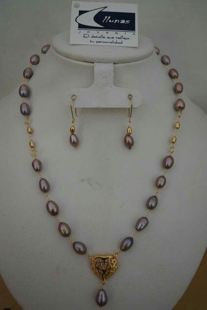 8c7a53a50538 Juego gargantilla y aretes perlas con oro laminado