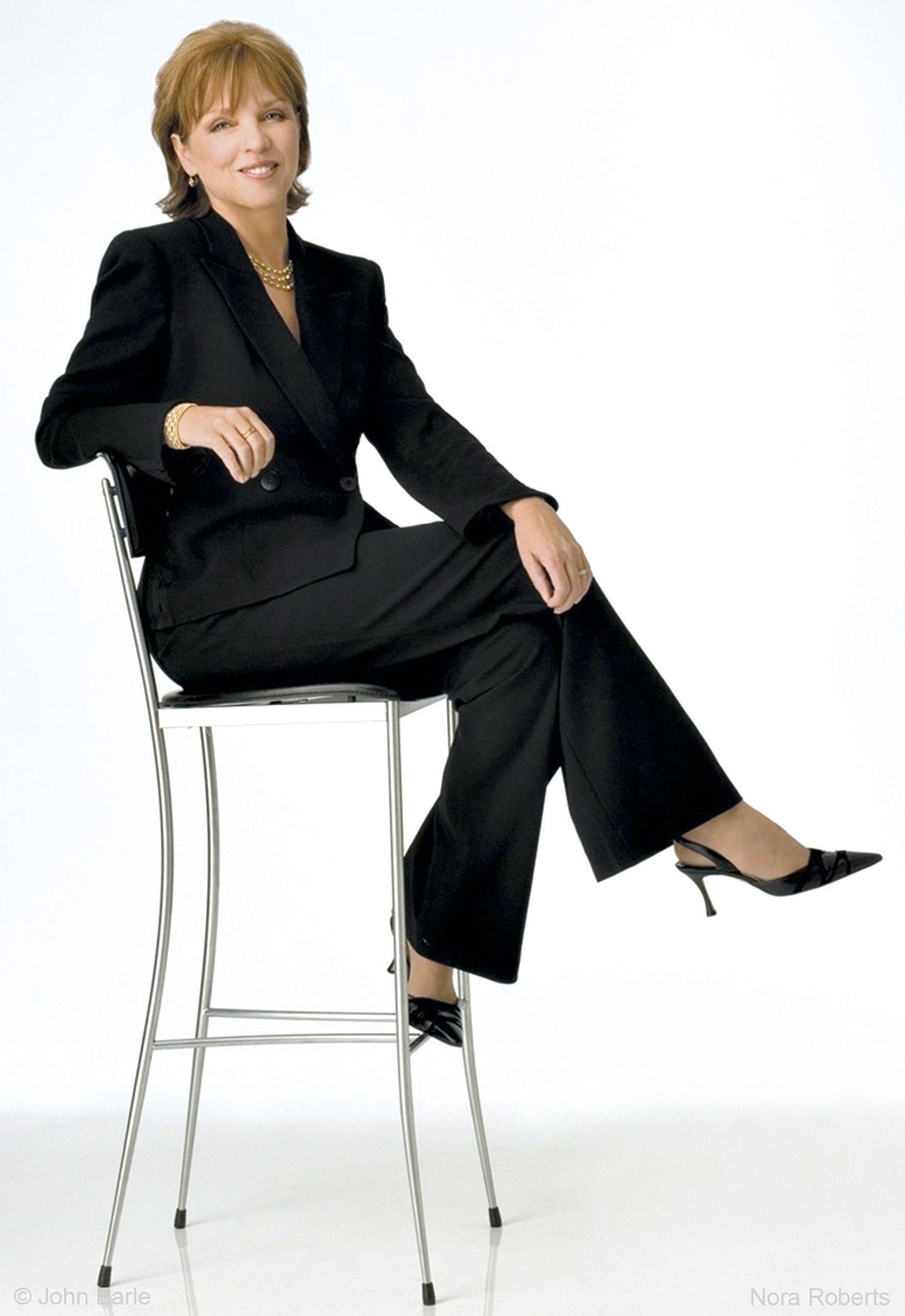 Nora Roberts la 'reina del libro electrónico', tuvo ingresos por 23 millones de dólares. http://www.imosver.com/es/autor/nora-roberts/