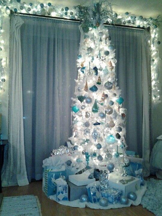 The 2012 Rendition Of The Aqua And White Beach Themed Christmas Tree Turquoise Christmas Turquoise Christmas Tree Beachy Christmas Tree