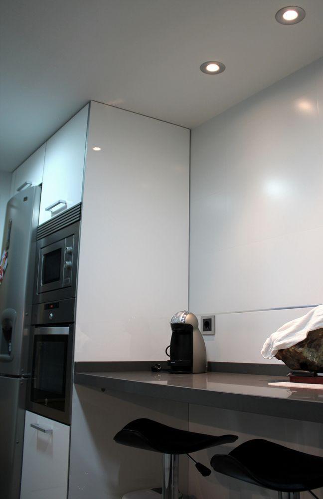 cocinas Diseño de cocinas en Mostoles rey blanco con cemento spa