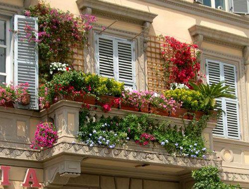 balcone fiorito500 Per la primavera il balcone si fa bello