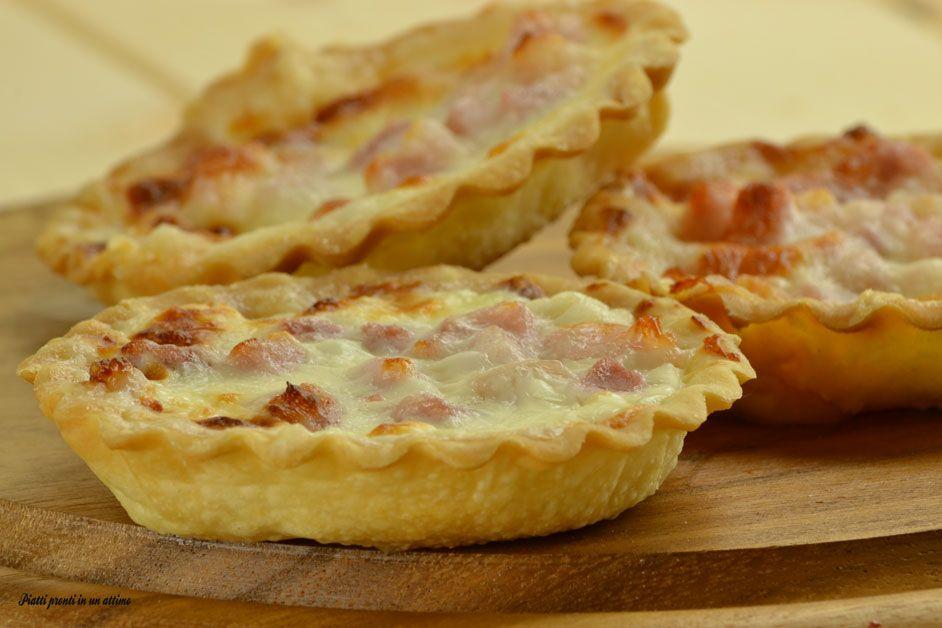 Il tortino stracchino e pancetta è un delizioso antipasto, gustoso e super appetitoso; è anche davvero molto semplice e veloce da preparare.