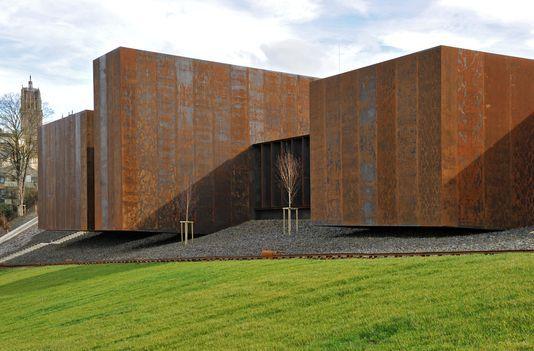 Un Musee Pour Soulages Chercheur De Lumiere Musee Soulages