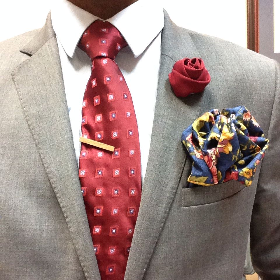 I like to experiment from time to time with various splashes of colour in my pocketsquare, tie, and lapel pin. Let me style you for a day. #DMNCRSS www.dominicross.net