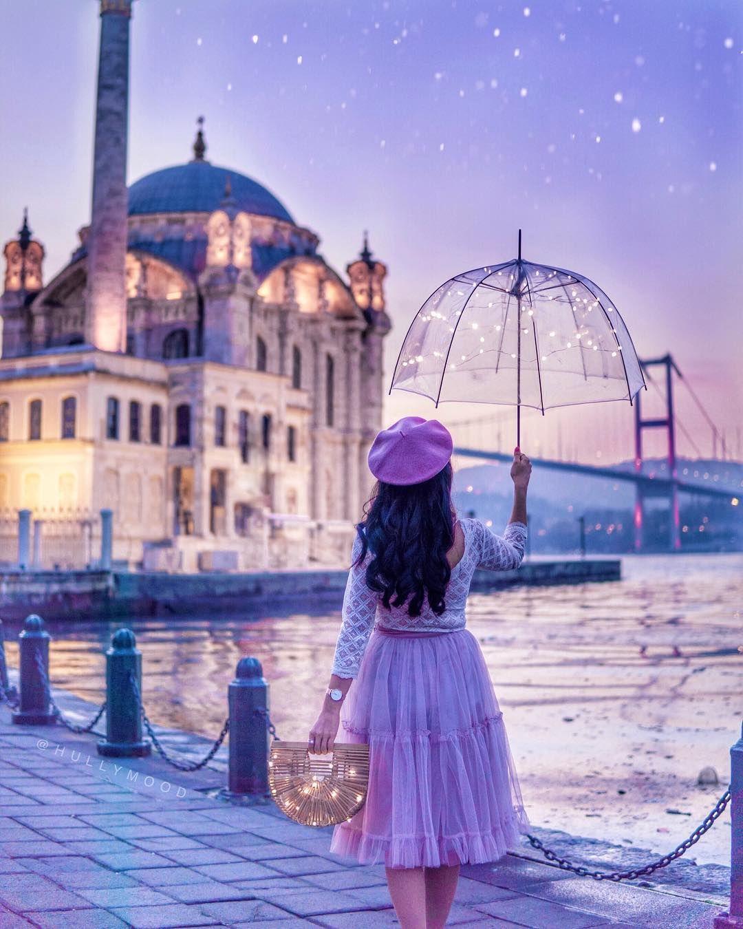 @hullymood | in Ortaköy #cuteumbrellas