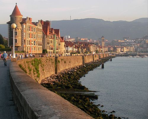 Paseo de Las Arenas a la playa de Ereaga Getxo, Basque Country, Spain