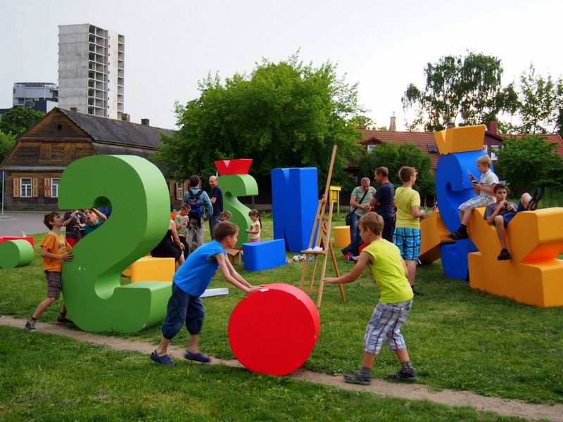 huge letters serve both as playful elements and urban furniture and as a landmark concept laimikislt urban group type t umbrasas
