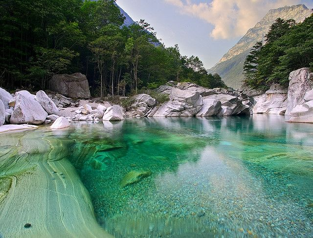 Clear turqoise waters of Verzasca River in Ticino, Switzerland (by KapHn8d)