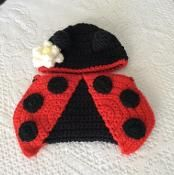 Ladybug hat and diaper cover for babies - via @Craftsy