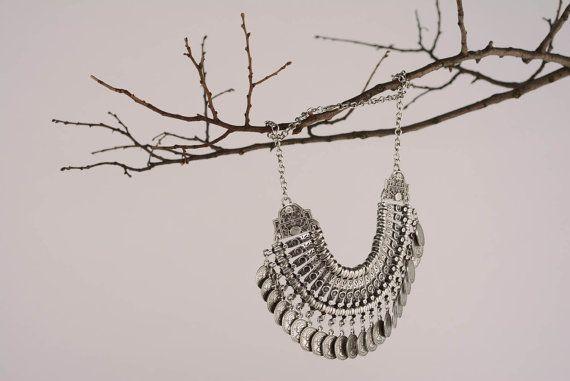 He encontrado este interesante anuncio de Etsy en https://www.etsy.com/es/listing/208346908/fashion-jewelry-cleopatra-necklace
