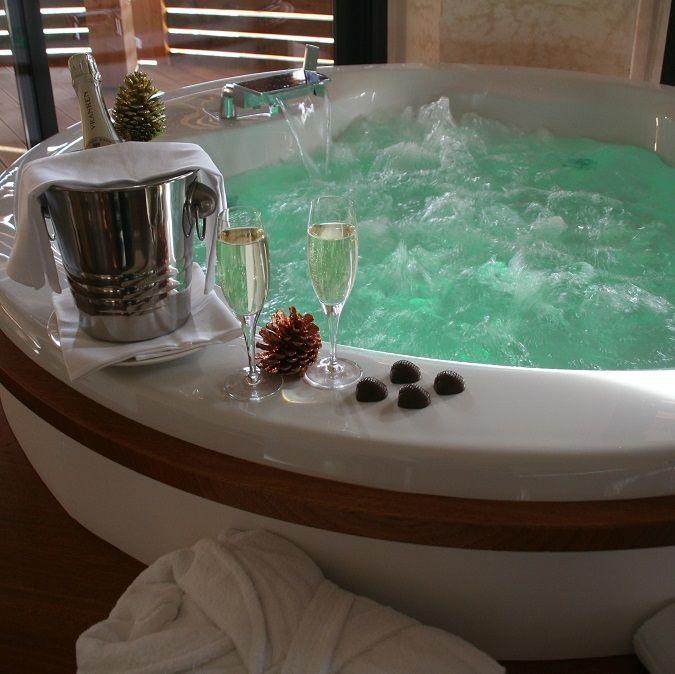 Week End Romantique 12 Chambres Avec Jacuzzi Prive Idee Salle De Bain Chambre Hotel Hotel