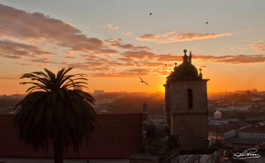 Sunsets are always amazing @ Porto    Photo by Luis Póvoas  www.facebook.com/oportocity