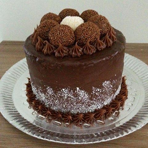 Bolinho De Beijinho E Chocolate Com Imagens Bolos