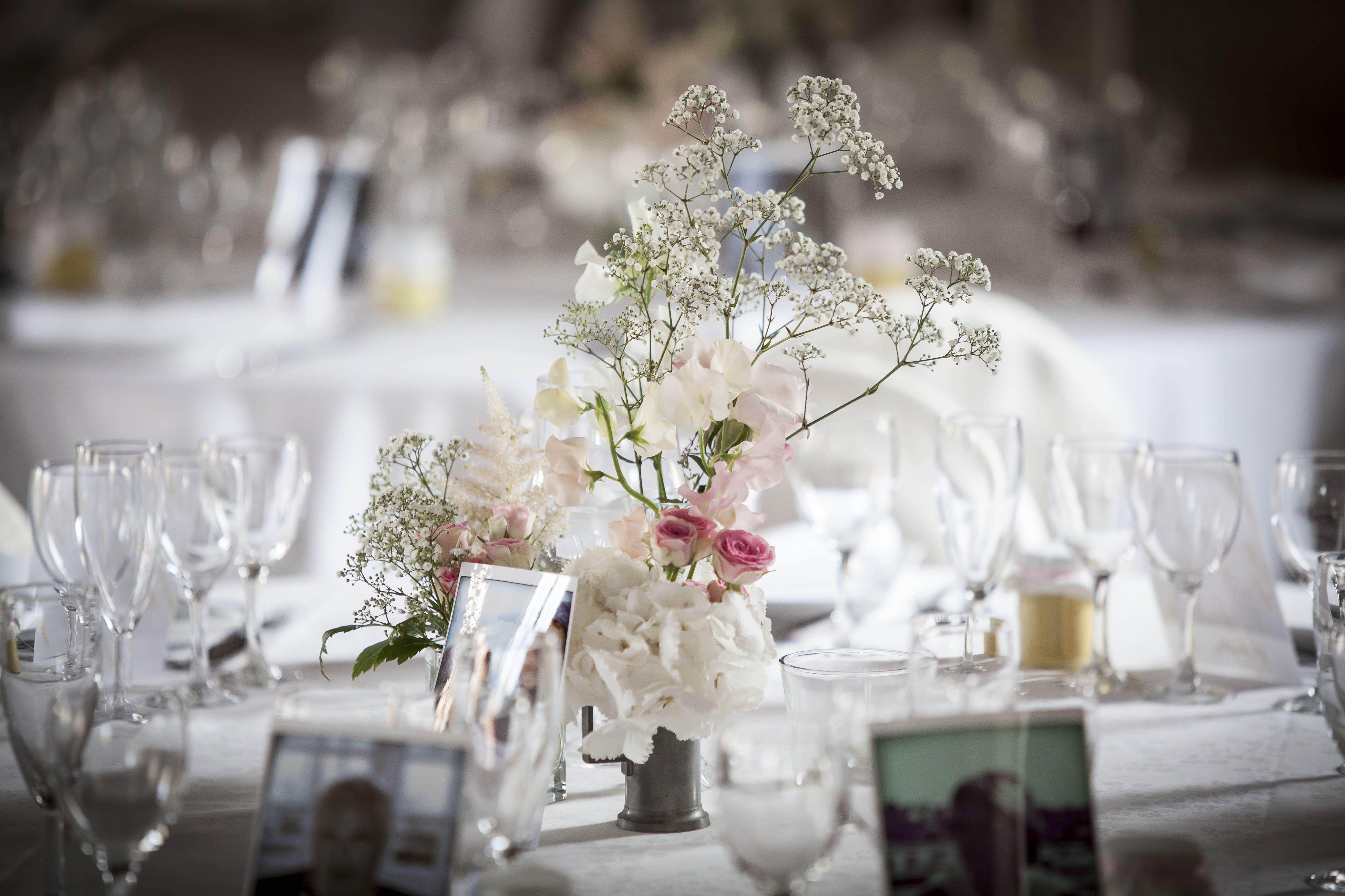 Mariage - Centres de table / wedding - centerpiece  / www.boutique-pompon.fr /   fleurs- flowers ©boutiquepompon /  photo - picture ©etiennejeanneret.com