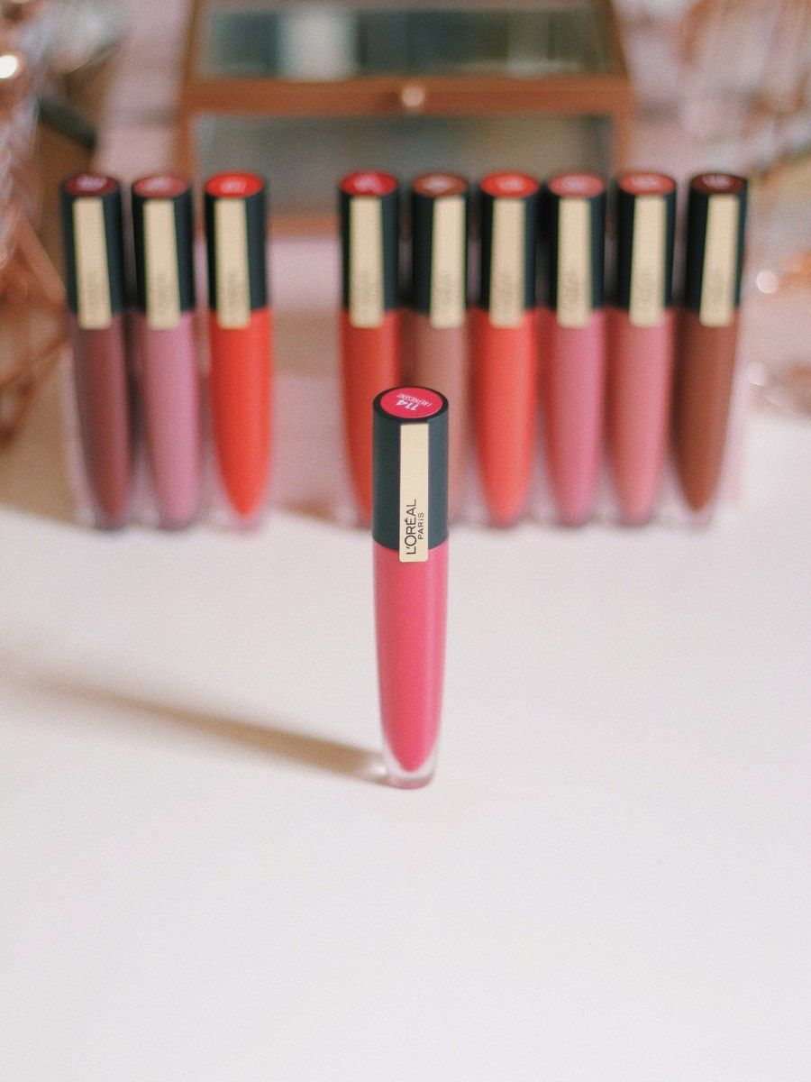 L'Oreal Rouge Signature Lipstick Review and Swatches